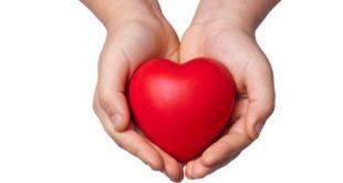 mani con un cuore