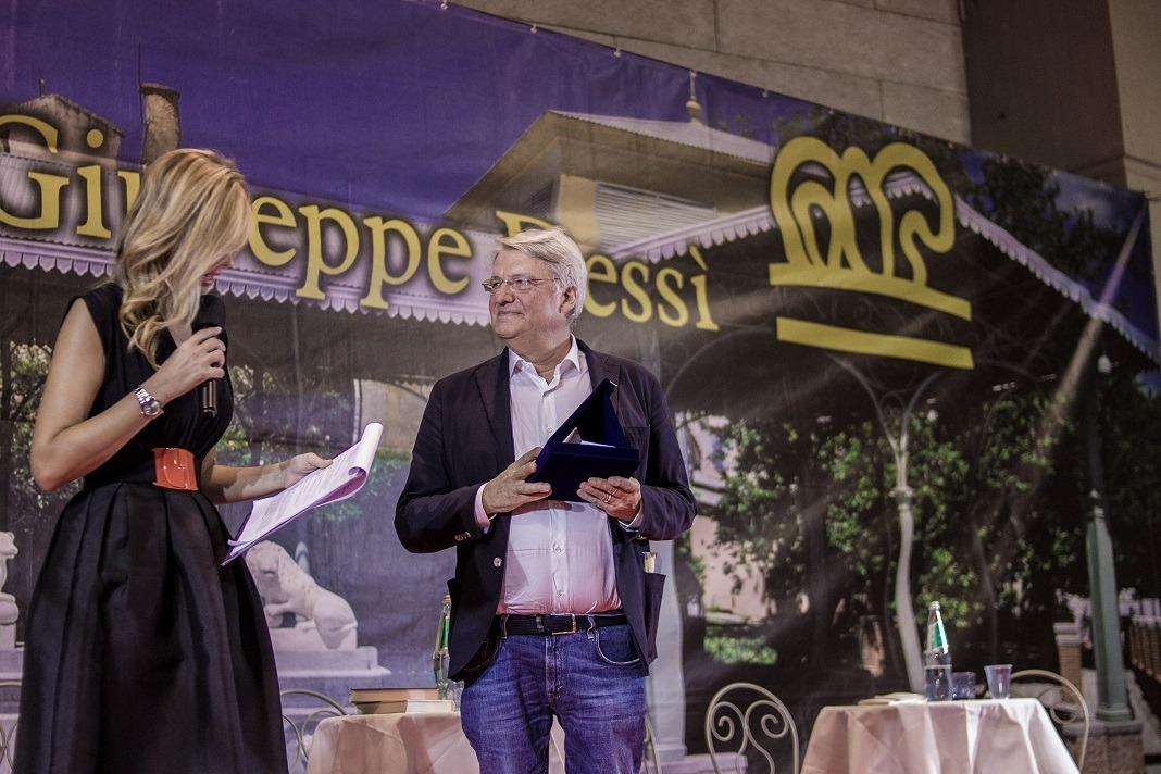 Premio Dessì 2018 Alberto Bertoni riceve il Premio Dessì per la Poesia foto Luisa Cuccu Tosc@no Sandra Petrignani e Alberto Bertoni vincitori premio Dessì 2018