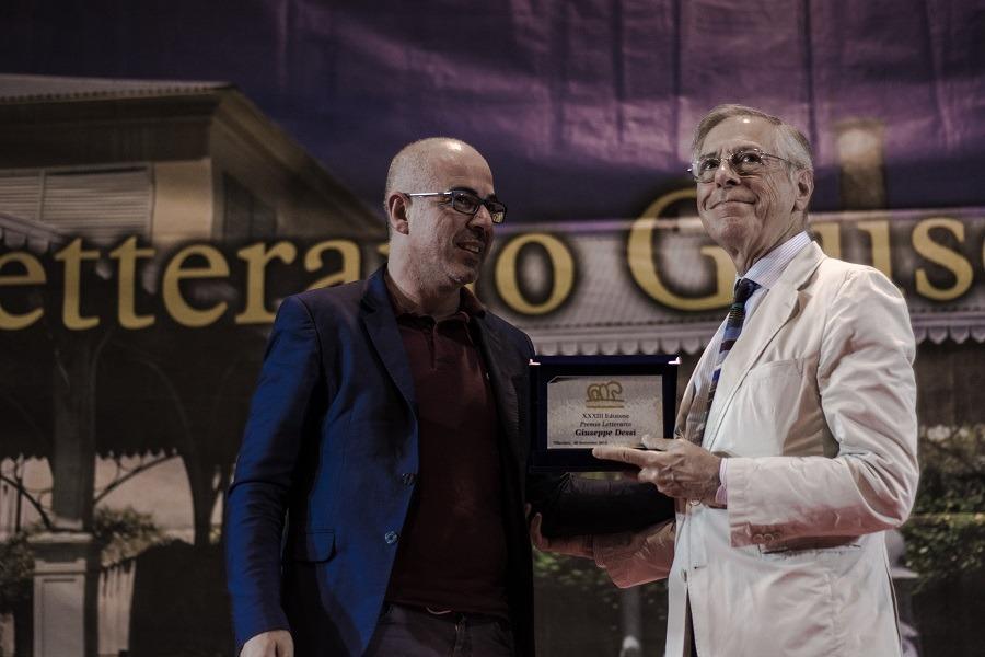 Premio Dessì 2018 Ernesto Ferrero riceve il Premio Speciale della Giuria foto Luisa Cuccu Tosc@no 5 Sandra Petrignani e Alberto Bertoni vincitori premio Dessì 2018