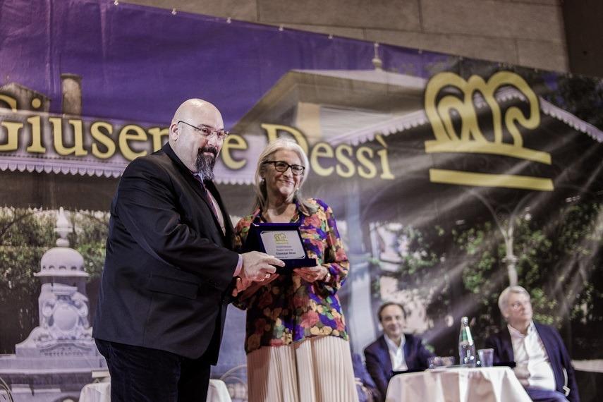 Premio Dessì 2018 Sandra Petrignani riceve il Premio Dessì per la Narrativa foto Luisa Cuccu Tosc@no 3 Sandra Petrignani e Alberto Bertoni vincitori premio Dessì 2018