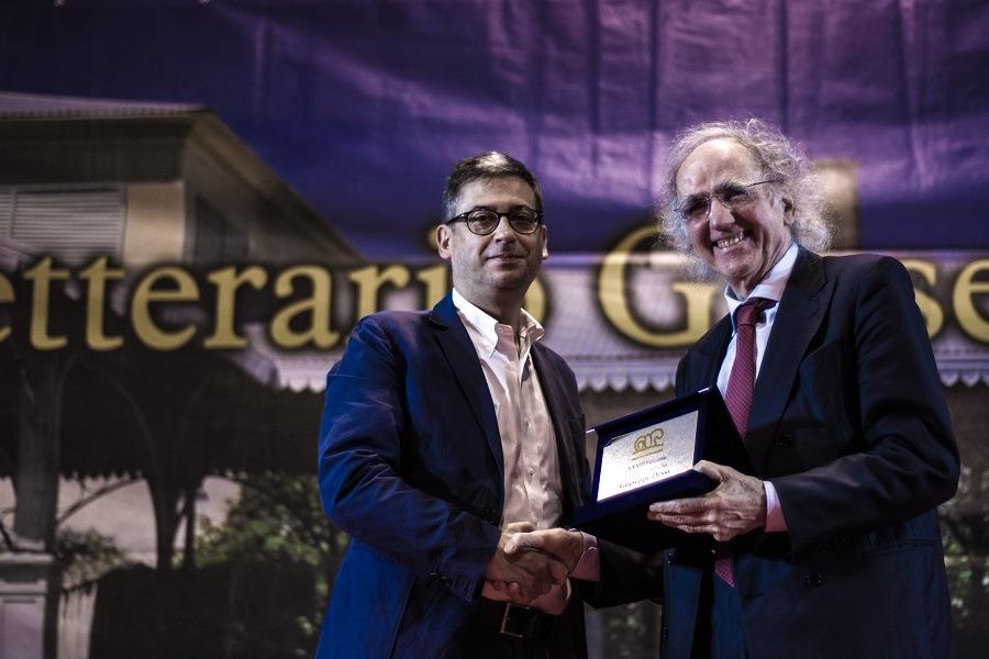 Premio Dessì 2018 Vittorino Andreoli riceve il Premio Speciale della Fondazione di Sardegna foto Luisa Cuccu Tosc@no 2 Sandra Petrignani e Alberto Bertoni vincitori premio Dessì 2018