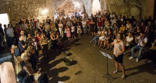 dicembre 04 coro itinerante Cagliari: Concerto itinerante con guida acustica