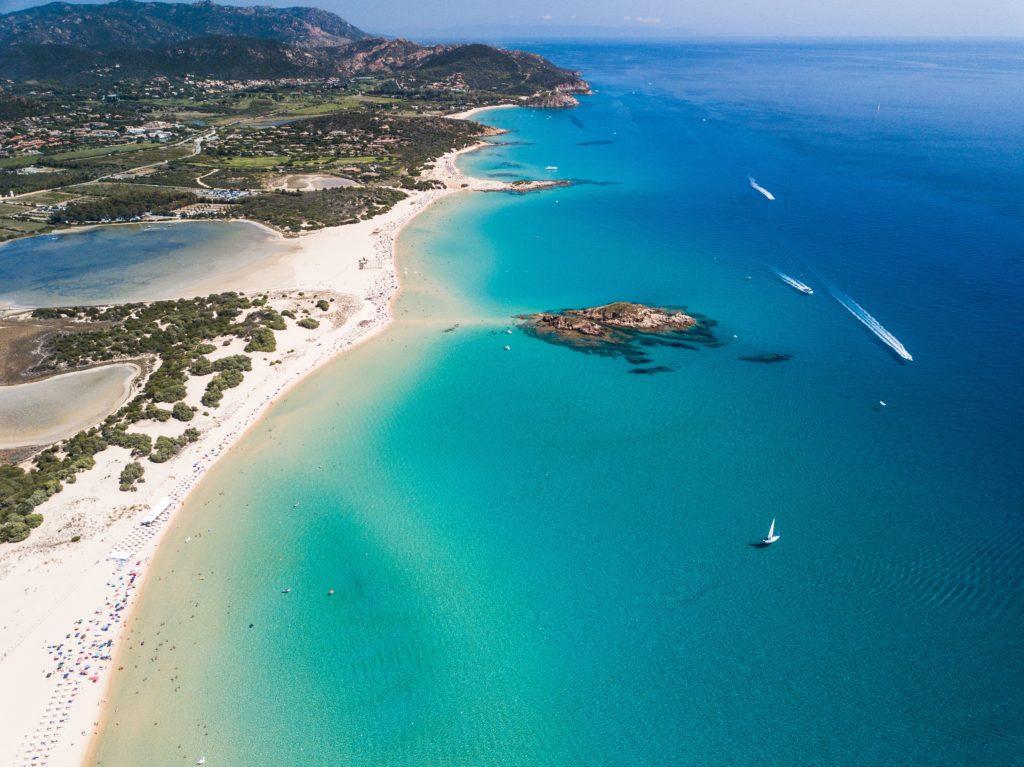 Sardegna 5 credit Emanuele Pinna via Unsplash Sa Top 10 de sas marinas prus populares segundu Holidu