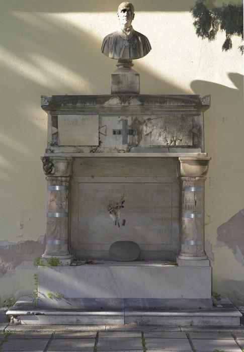 b86333909ad459007050660cf8106732 A Bonaria, restaurata la tomba del canonico Spano