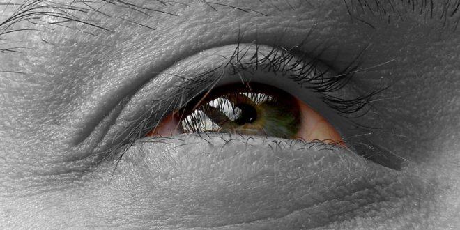 occhio in bianco e nero