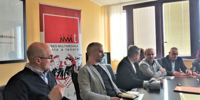 uomini in conferenza