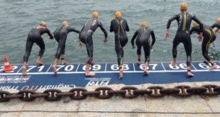 sportivi in mare