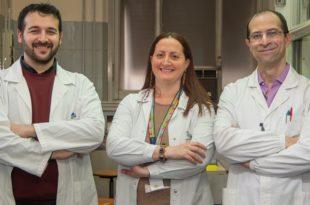 ricercatori in camice bianco