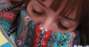 donna con sciarpa