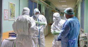 Mascherine e guanti contro il contagio