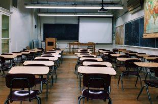 Classe scuola vuota
