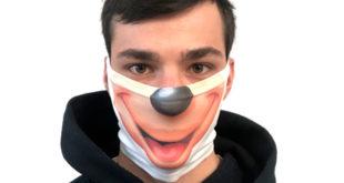 ragazzo con mascherina personalizzata