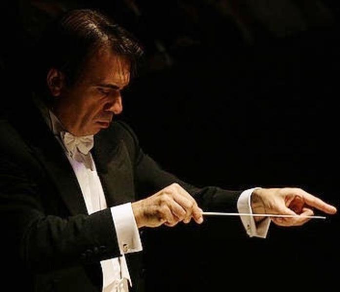"""Il Maestro Elio Orciuolo, direttore dell'Orchestra Erasmus a """"distanza"""""""