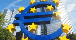 euro sculpture euro sign artwork frankfurt Eurobond: cosa sono e perché dividono i Paesi dell'UE