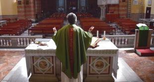 prete chiesa vuota