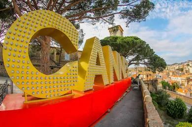 """Comune francese di Cannes e scritta """"Cannes"""""""