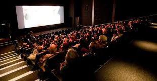 sala cinema piena spettatori