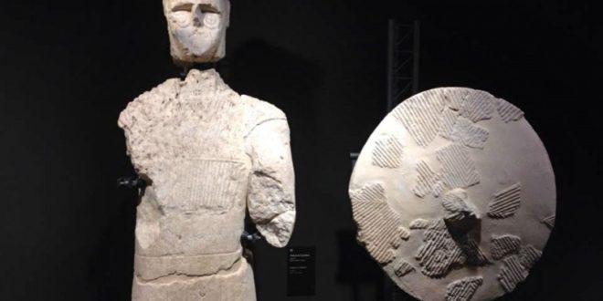 statue nuragiche al museo archeologico di Cagliari