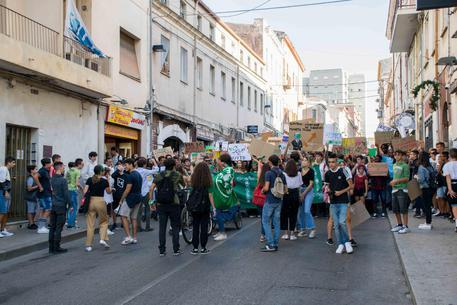Sassari in piazza manifestazione per la scuola