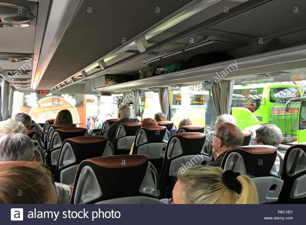 berlino germania persone in un pullman sono in attesa per la partenza p8c1by Fase 3: ripartono gite in autobus dopo 4 mesi di fermo