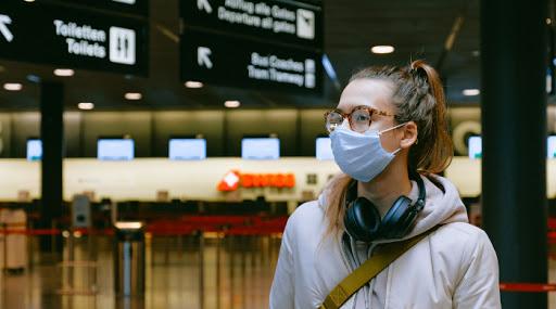 aeroporto covid mascherina attesa