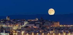 cagliari notturna con luna
