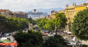 Cagliari, calci al pallone e drink sulle panchine