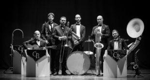 """Pedras et Sonus > CS del 18 agosto > C'è Simala nel cammino del festival """"Pedras et Sonus"""": domani (mercoledì 19 agosto) alle 22 nel Parco Comunale concerto della Crazy Ramblers Hot Jazz Orchestra"""