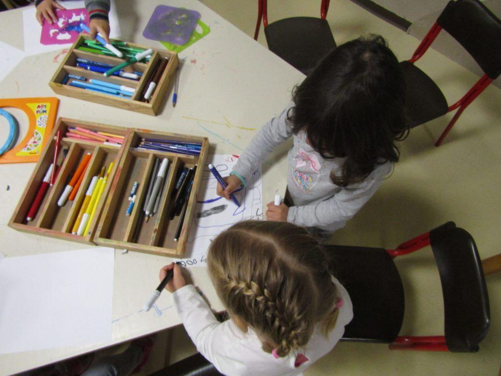 bambini che disegnano min scaled 1 Inizierà il 27 Agosto il festival Bimbi a Bordo