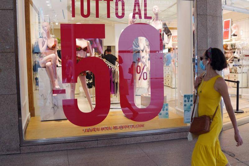 ee8ec09b1d7df4ad8256a22782b7b38e 1 Domani al via i saldi i in tutta Italia, spesa in calo