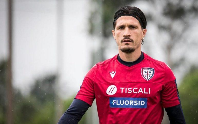 """fabio pisacane 770x480 2 All'asta le scarpe """"solidali"""" firmate da giocatori Cagliari"""