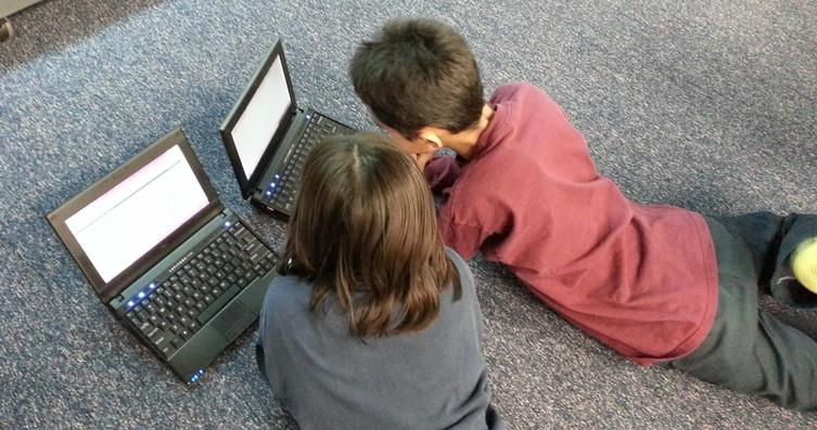 """minori in rete """"I dati personali dei minori in rete"""" di A. Astone edito da Giuffrè F. L."""