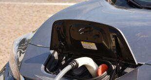 In Italia una donna su tre sceglie l'automobile elettrica
