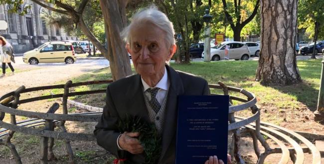 Benito, 94 anni, la terza laurea in Filosofia