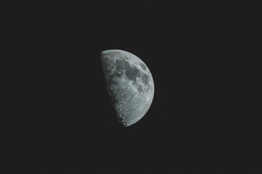 Acqua sulla Luna: rilevata l'impronta spettrale.