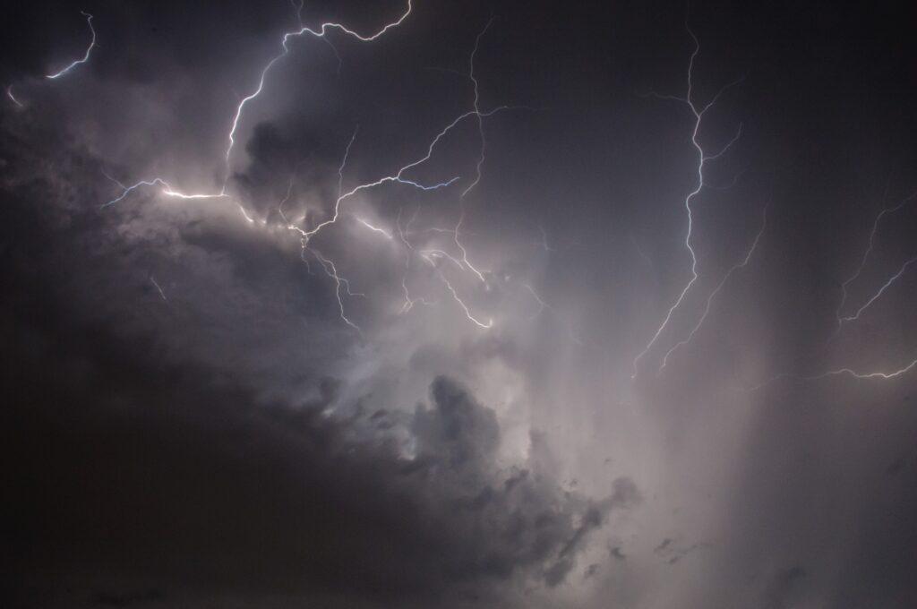 Maltempo: allerta per pioggia e temporali nell'isola.