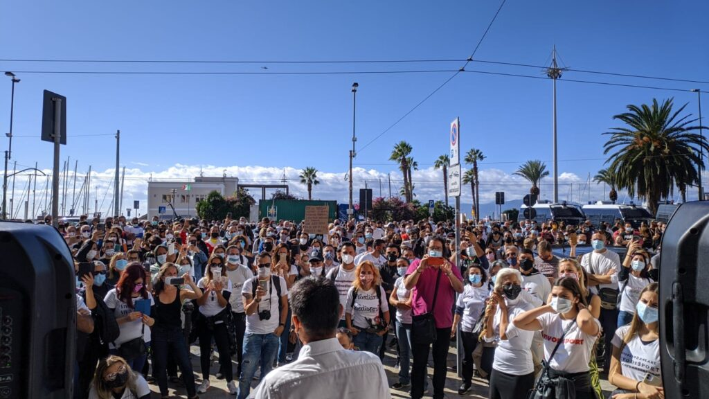 Manifestazione del mondo dello sport sardo di fronte alla Regione