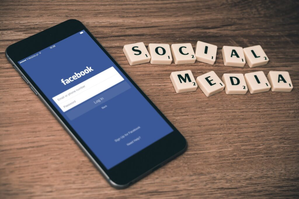 Facebook si prepara al caos: blocco dei post virali.
