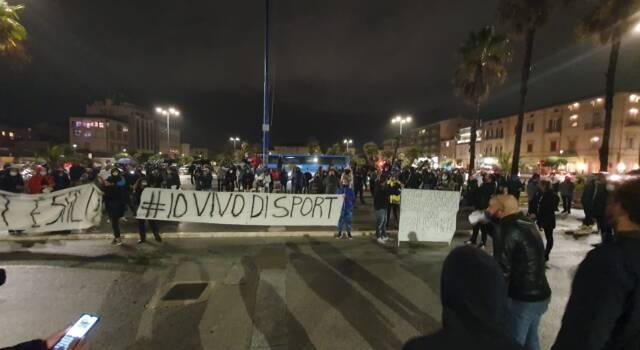 Protesta degli sportivi a Viareggio