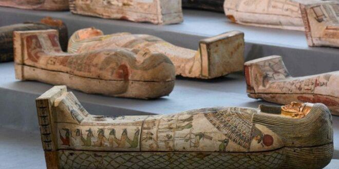 Ritrovati cento sarcofagi di oltre 2.000 anni fa in perfetto stato di conservazione
