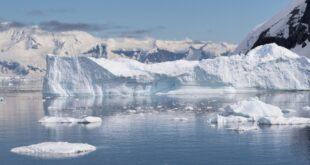 Enorme lago sepolto sotto quasi 2 km di ghiaccio