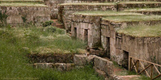 la Necropoli etrusca del Crocifisso del Tufo