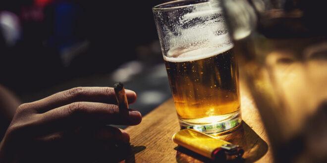 gli adolescenti bevono