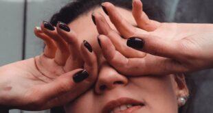Occhi irritati uno dei sintomi oculari del COVID-19