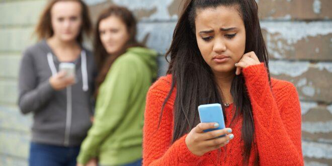 bullismo e cyberbullismo-adolescenti