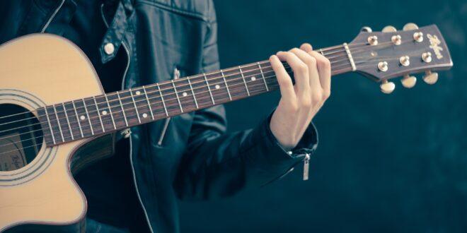 guitar 756326 1920