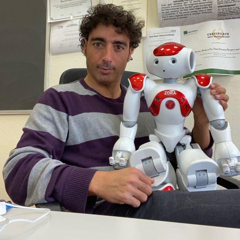 Reforgiato Recupero con il robot per anziani VCoach d0