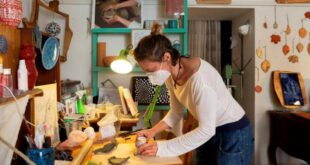 portico san benedetto lucia gennaretti dentro il suo laboratorio di ceramica lib cesura luca santesesal2020tour009g00704