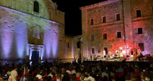 Dromos 2018 • Oristano piazza Cattedrale concerto di Dee Dee Bridgewater @IvoFenu1m