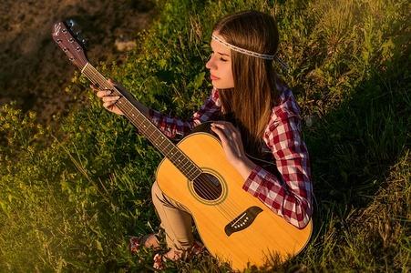 MUSICA E ADOLESCENTI